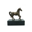 Bronzefigur Pferd auf Serpentinenstein